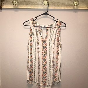 V Neck floral sleeveless top with keyhole back